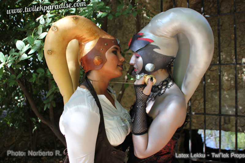 Bronze_golden_latex_lekku_twilek_Steampunk-and-silver-witch